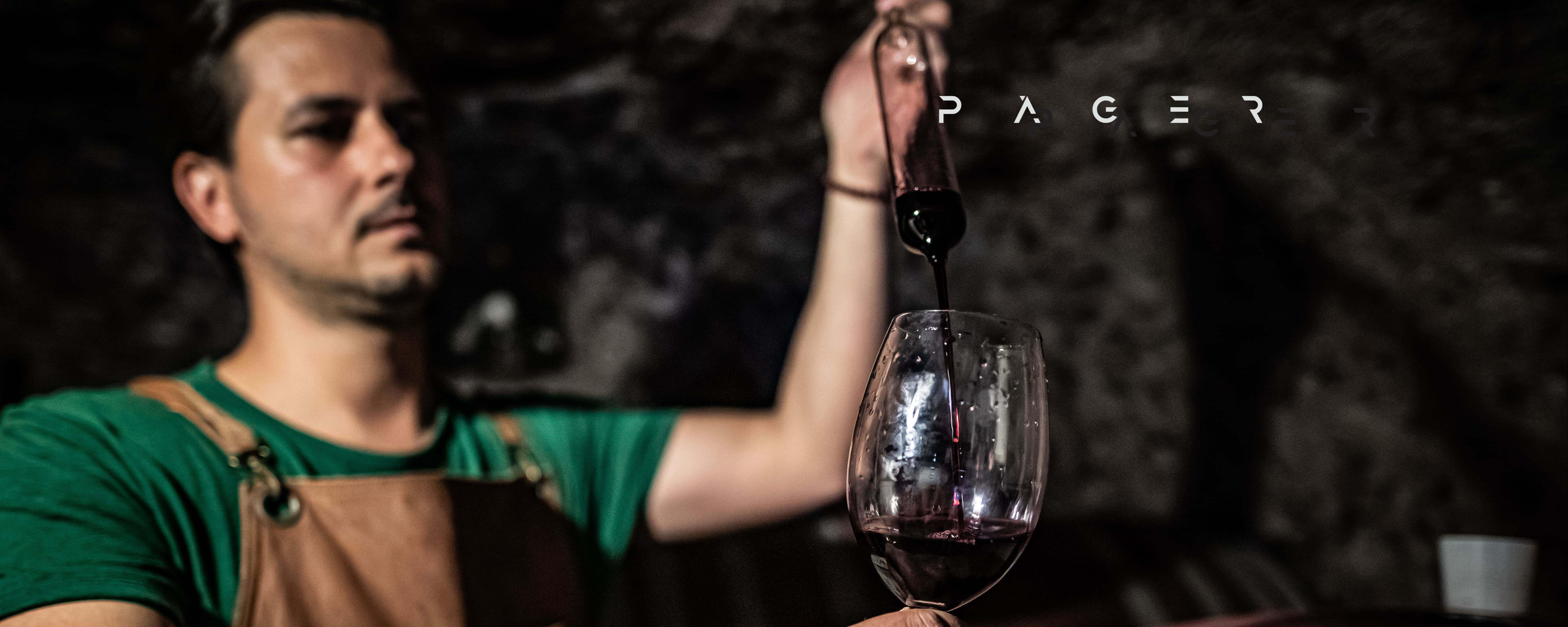 Vörös csomag - Páger Pince